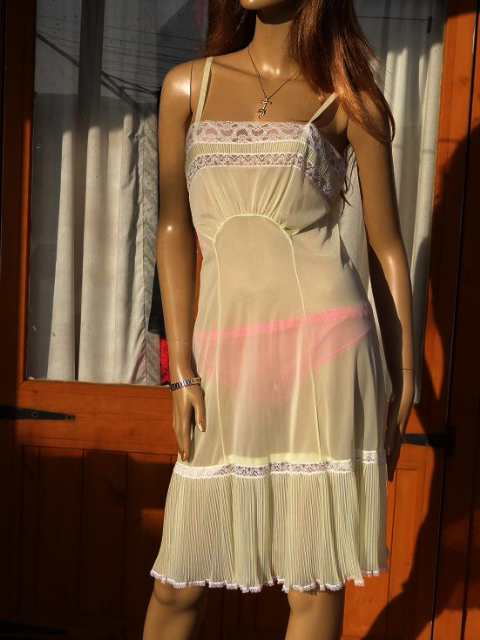 "GENUINE VINTAGE ""GERMAN"" LEMON SEE THRU SILKY NYLON FULL SLIP  SIZE:-EUR 42 TO FIT BUST 34""  #W234"